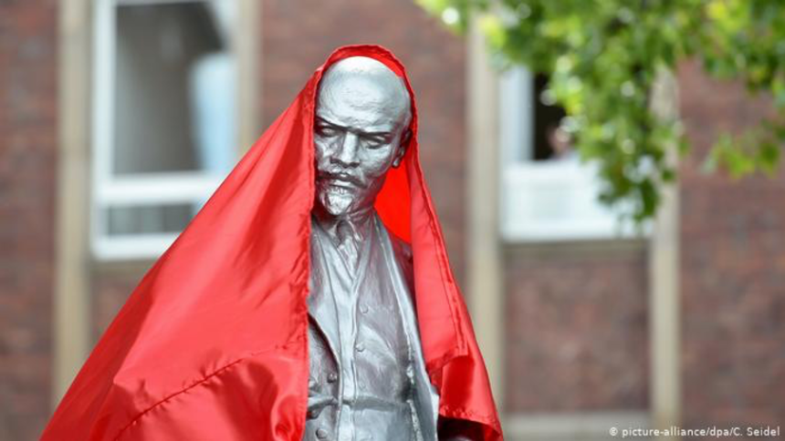 The statue of Lenin in Gelsenkirchen is unveiled (picture-alliance/dpa/C. Seidel)